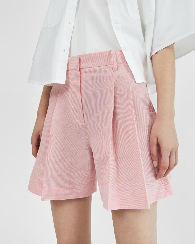 Shorts de traje rosas con detalles rojos