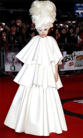lady-gaga-extravagante-latest-hunting