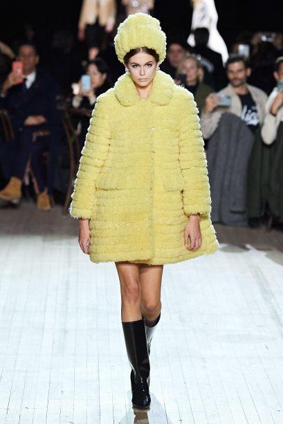marc-jacobs-yellow-coat-kaia-gerber